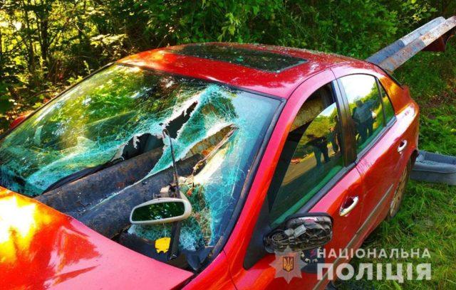 """""""Відбійник наскрізь проткнув машину"""": У моторошній ДТП розбилися мама з дітьми"""
