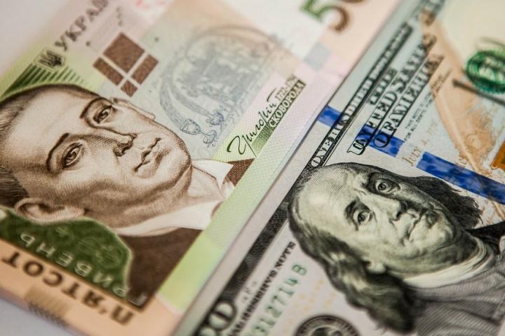 Долар догори, а євро донизу: Свіжий курс валют на 24 травня
