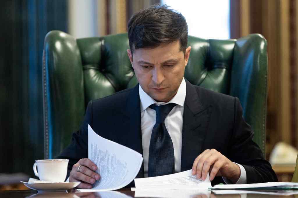 Володимир Зеленський скасував два укази свого попередника Порошенка про призначення посадовців