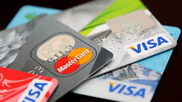Банки повертатимуть вкрадені з картки кошти. Що потрібно знати