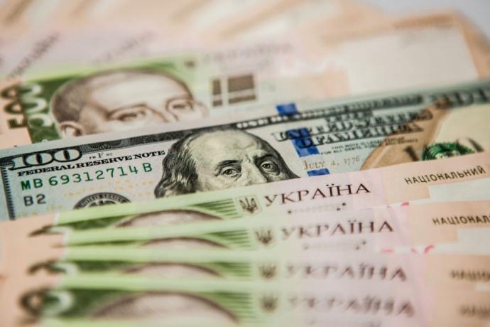"""Гривня знову на коні"""": Свіжий курс валют тішить на початку тижня"""