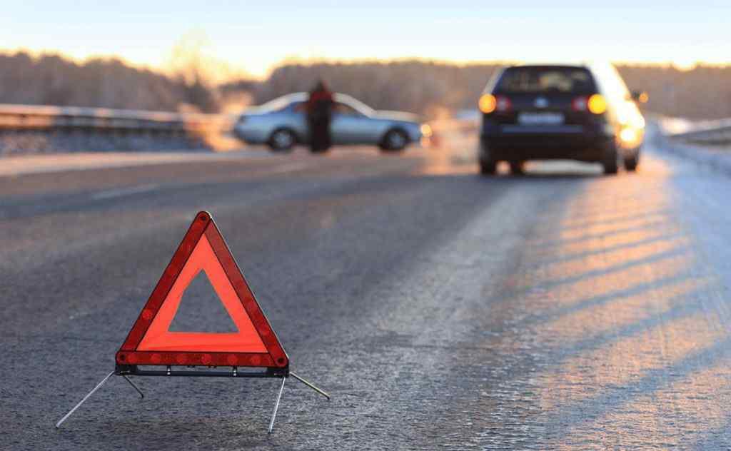 Кинув дівчинку на дорозі: на Миколаївщині водій маршрутки збив дитину і поїхав