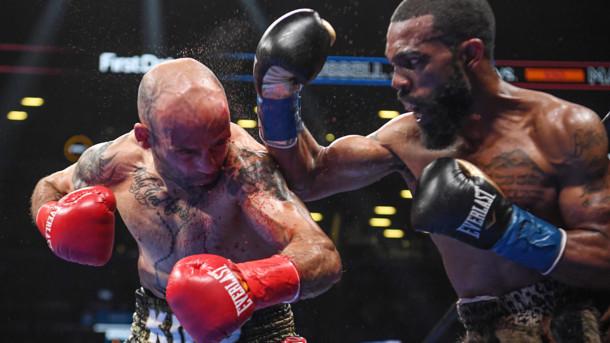 Уайлдер в першому раунді вибив для себе перемогу і залишився чемпіоном