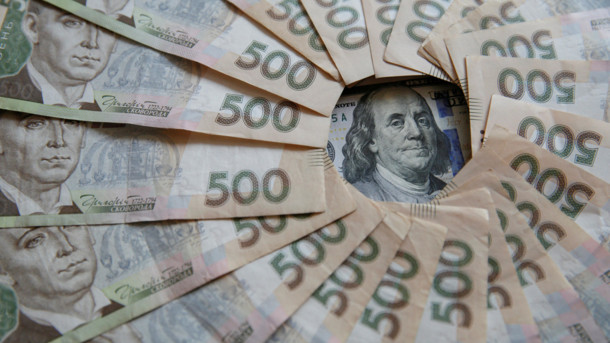 Досяг свого максимуму за місяць: долар продовжує лякати своїм зростанням