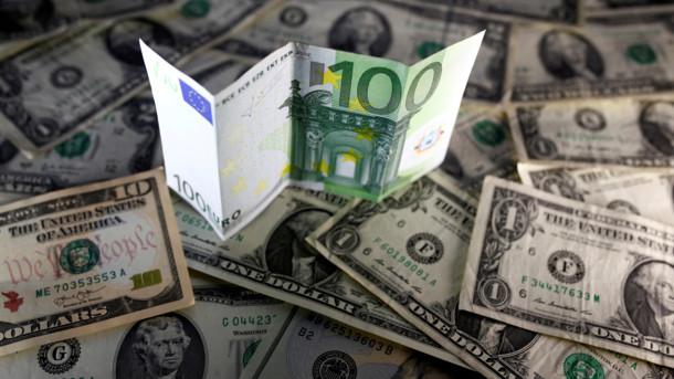 Долар наче на американських гірках: Валюта знову дорожчає, свіжий курс на сьогодні