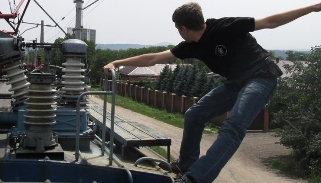 Хотів ефектне фото: На Львівщині 15-річний школяр впав із потяга під час спроби зробити селфі