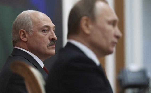 Жбурнув стілець і крикнув! Лукашенко провів з Путіним жорстку розмову. Дружбі кінець?