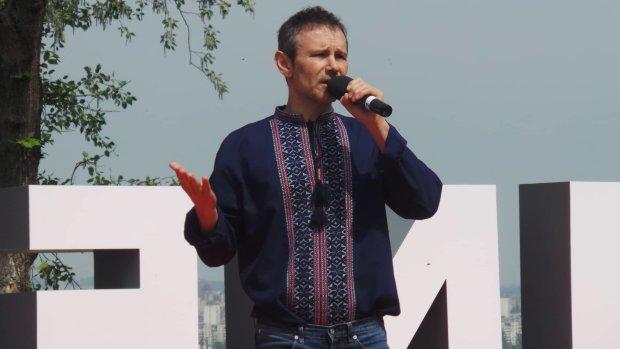 """""""Продався Порошенку!"""": Відомий експерт зробив скандальну заяву про майбутнє Вакарчука"""