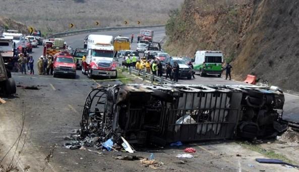 Спалахнув, ніби сірник: автобус з пасажирами розбився в моторошній ДТП