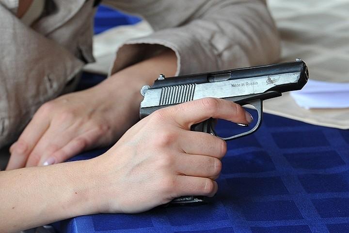 У Росії 17-річний підліток з ножем і пістолетом взяв в заручники свій клас та вчительку