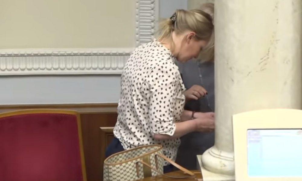 Сховалася за колону! Геращенко потрапила у скандал із прикрасами в Раді: аж руки трусилися