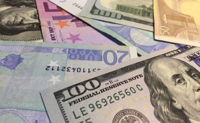 Курс долара і євро на 13 травня: в понеділок долар і євро різко впали в ціні