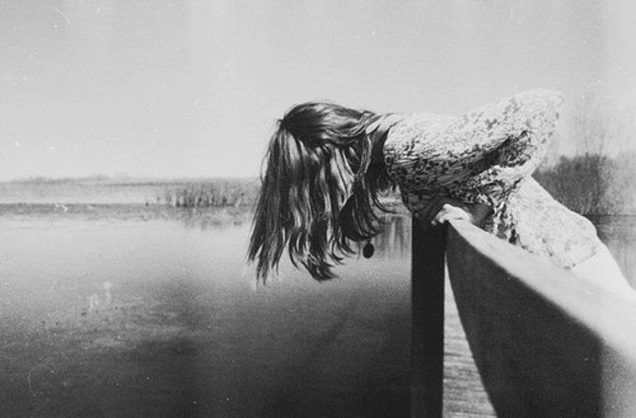 Вийшла на середину моста і стрибнула у Дніпро: після сварки з коханим молода жінка зважилася на відчайдушний крок