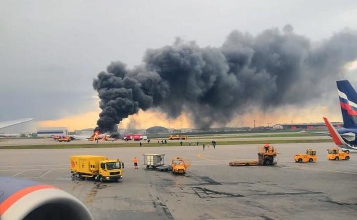 """""""41 людина згоріла живцем"""": Моторошні подробиці авіакатастрофи в московському Шереметьево"""
