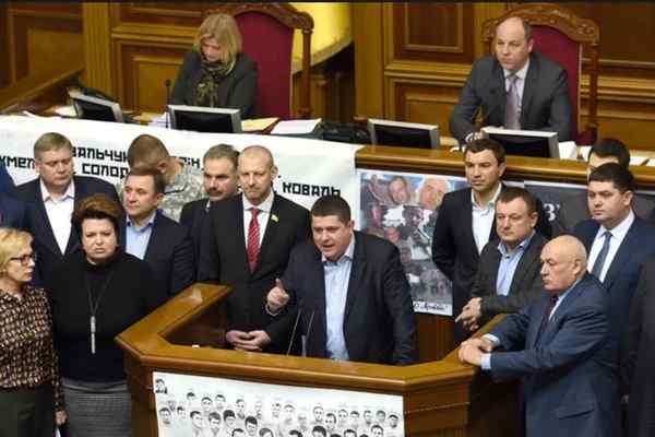 """""""Розпуск Ради відміняється?"""": """"Народний фронт"""" виходить з коаліції. Одноголосно!"""
