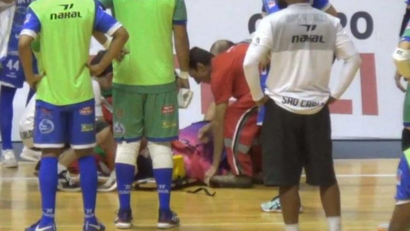 Шансів вижити не було: Відомий рефері помер від інфаркту, що трапився під час матчу