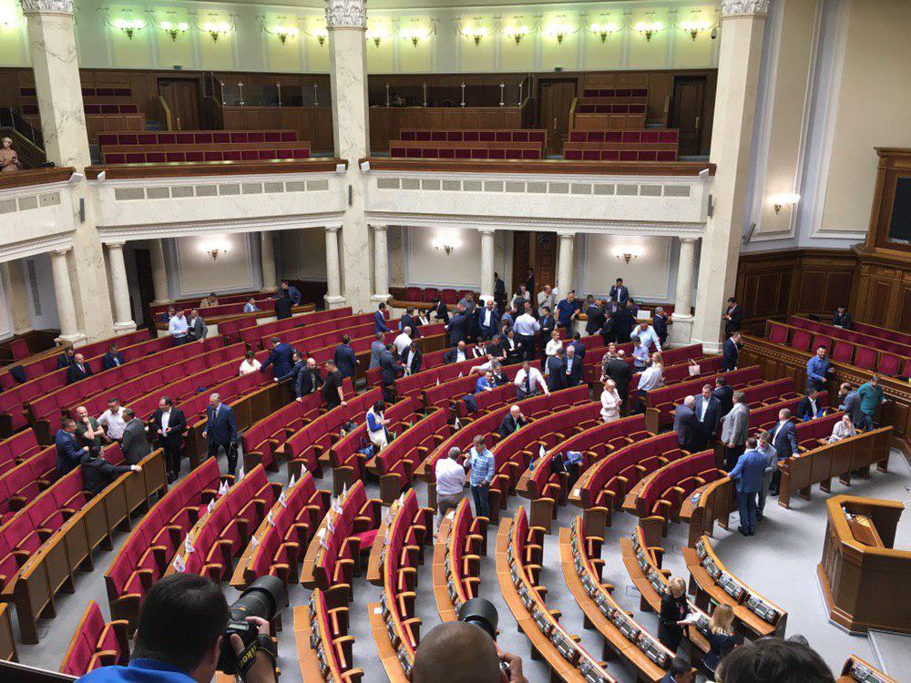 Рада навіть не стала розглядати закон Зеленського: парламент не включив до порядку денного закону про вибори до парламенту
