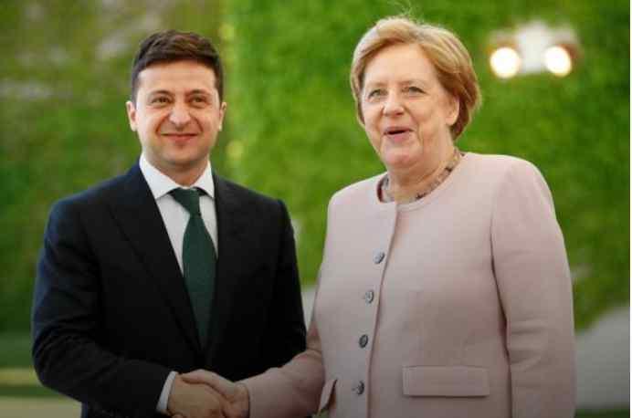 Історичний момент! Зеленський прибув на переговори з Меркель. Зустріли з оркестром і військовими почестями