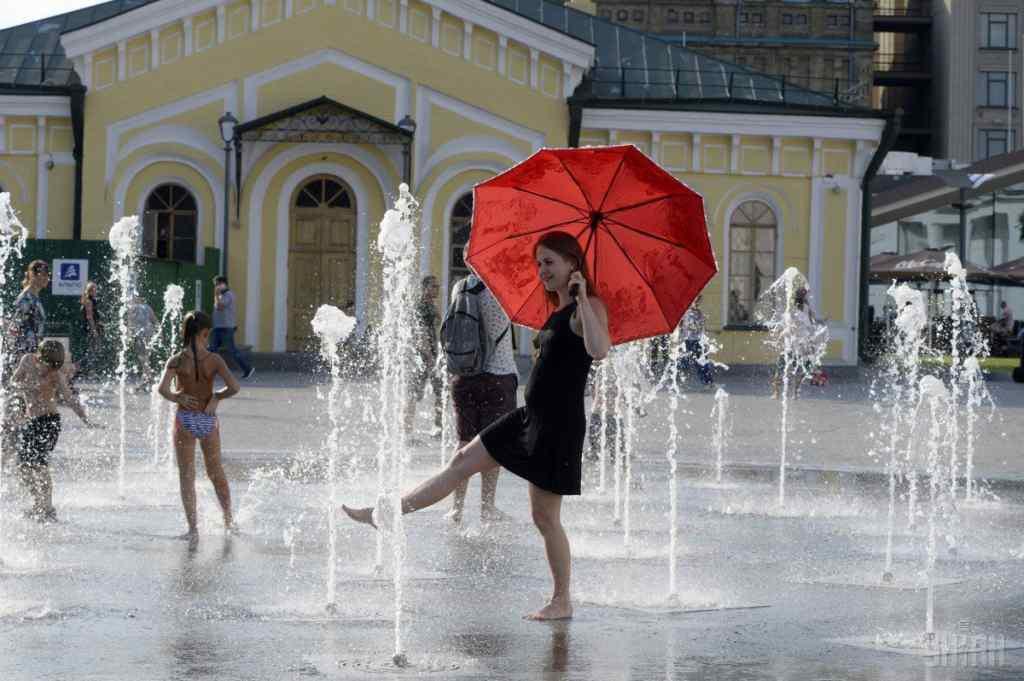 Виснажлива спека та шквальні грози: прогноз погоди в Україні на вихідні