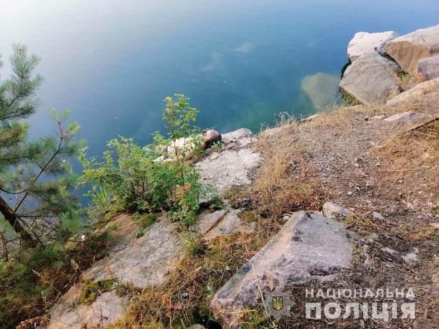 Мертвого батька та сестру знайшов старший син: На Київщині втопився священник з маленькою донькою