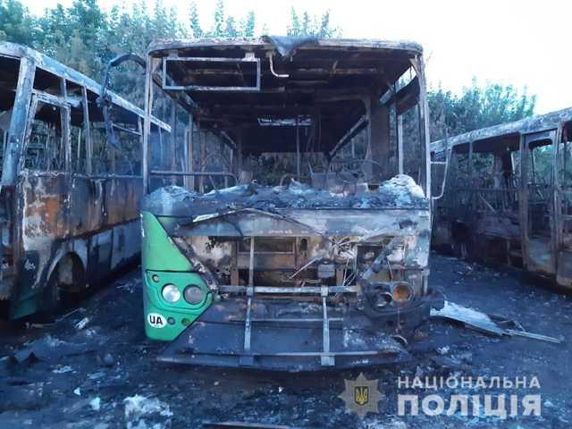 Цинізм зашкалює: нардеп від БПП влаштував піар на згорілих автобусах