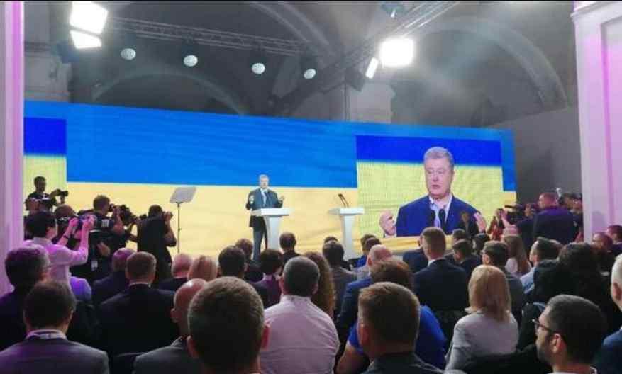 """""""Старі обличчя в перемішку з активістами і артистами"""": Хто увійшов в першу десятку партії Порошенка"""