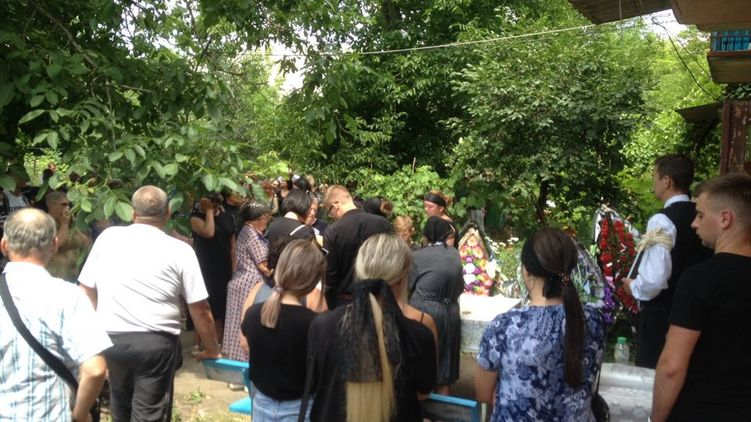 В останні секунди мама гірко кричала: в Іванівці поховали Даринку Лук'яненко