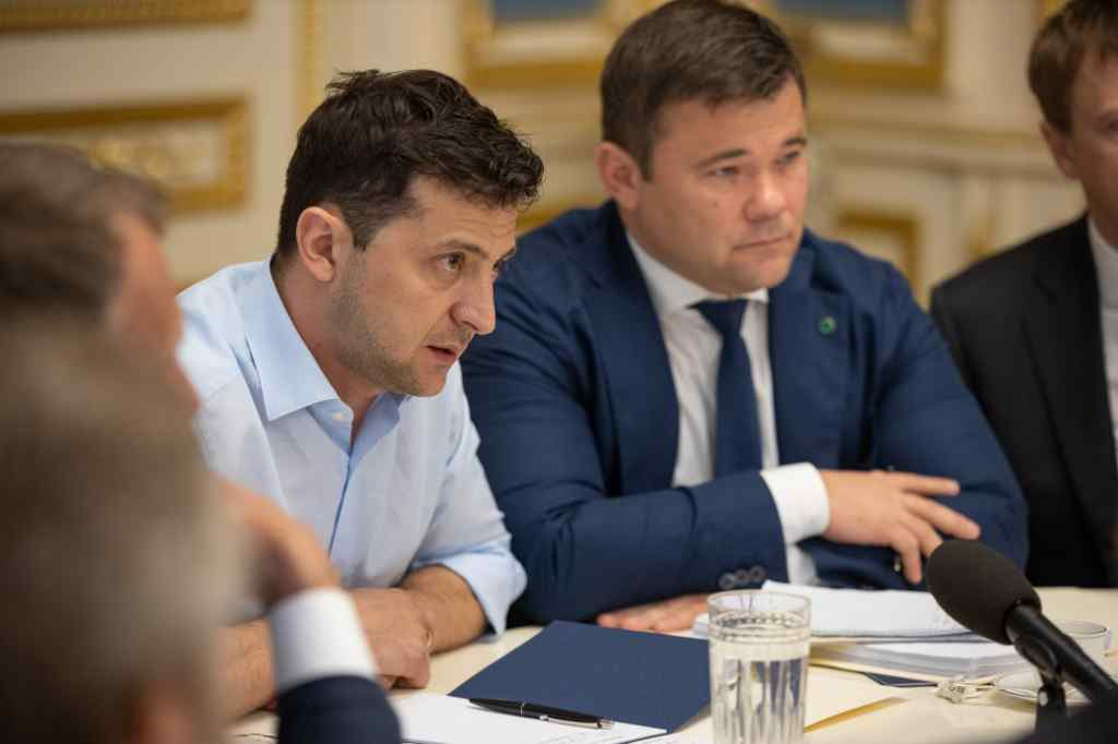 Будуть підмітати вулиці! Зеленський приготував сенсаційний сюрприз для депутатів. Законопроект вже готовий