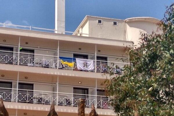 """""""Як же ми ненавидимо вас"""": Українських дітей вигнали з готелю в Греції. Просто обурливо!"""