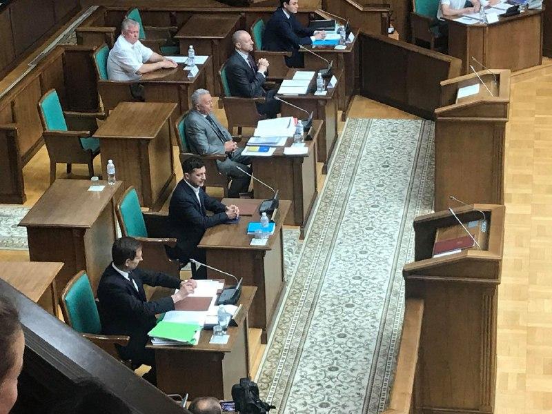 """""""Я залишаю…"""": Зеленський виступив с потужною заявою на засіданні КСУ. Довіра людей – 4%"""
