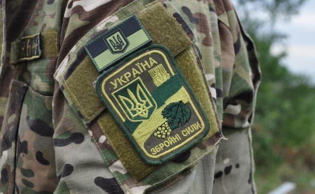 Тіло молодого військовослужбовця знайшли у власному авто під Дніпром: що сталося