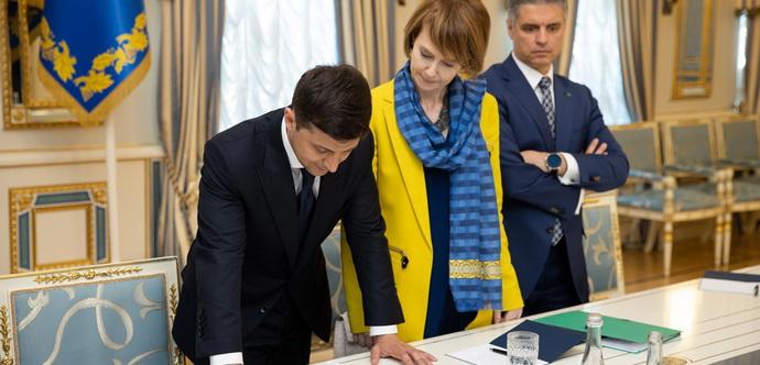 """Зеленський підписав довгоочікувані укази """"такого, як в минулі роки, більше не буде"""""""