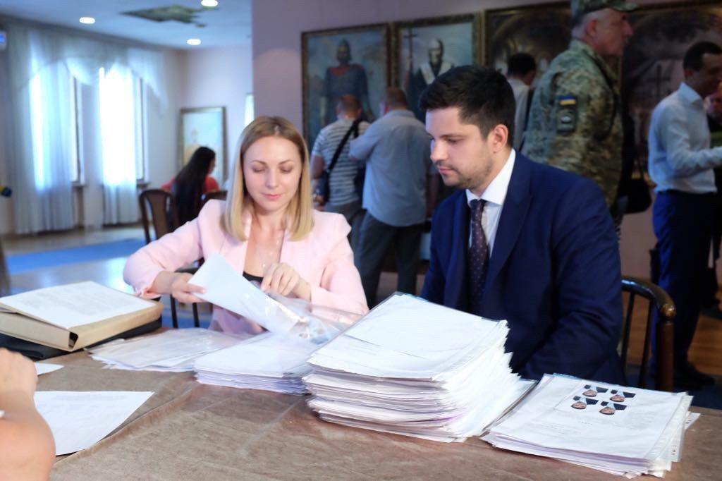"""Партія """"Слуга народу"""": """"прямо зараз подаємо документи кандидатів від партії в багатомандатному окрузі"""""""