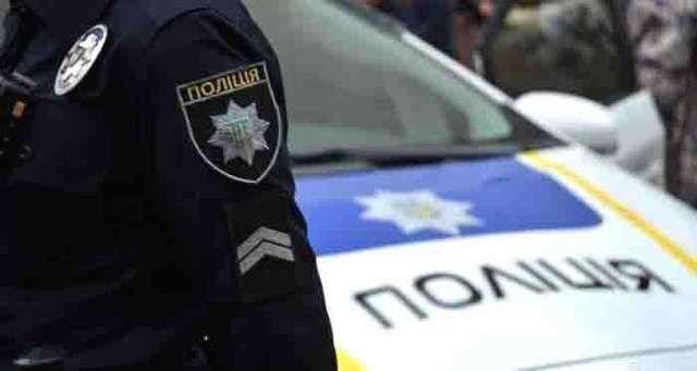Напав на поліцейську, погрожував перерізати горло: ексцентричний депутат вразив черговою витівкою