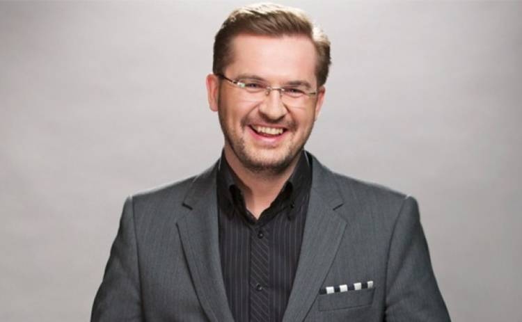 """""""Він такий симпатичний"""": Відома співачка зізналася у почуттях до Олександра Пономарьова"""