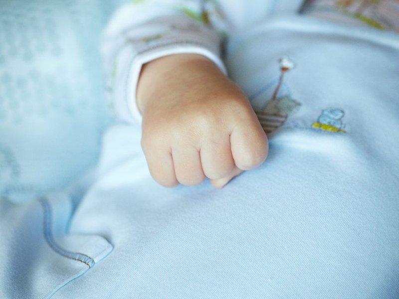 Розплакався, коли взяв малюка на руки: відомий український співак став батьком