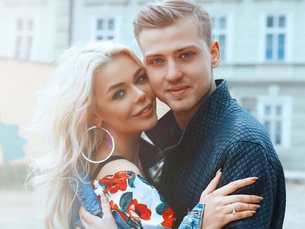 """""""Серед гостей епатажні українські зірки, а сукня…."""": У Мережі показали перші фото з королівського весілля Гросу в Італії"""