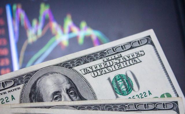 Знову нижче психологічної позначки: курс долара на 6 червня