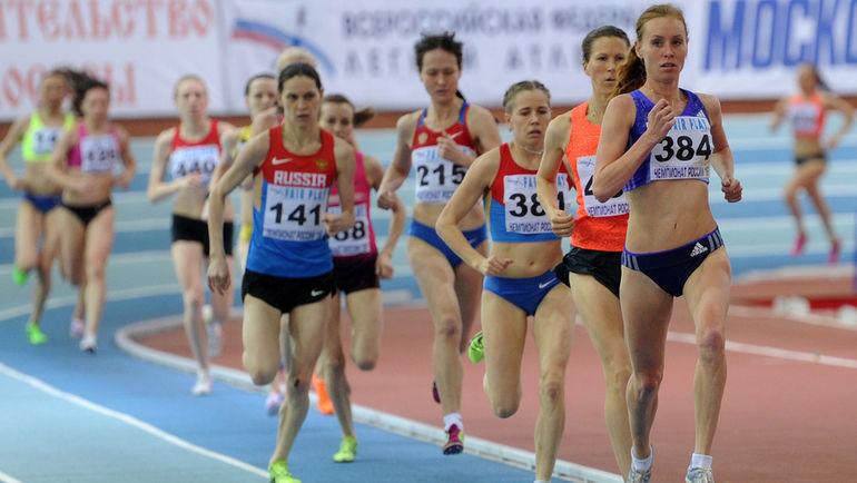 Скупалася у фонтані: українська легкоатлетка вразила ідеальною фігурою