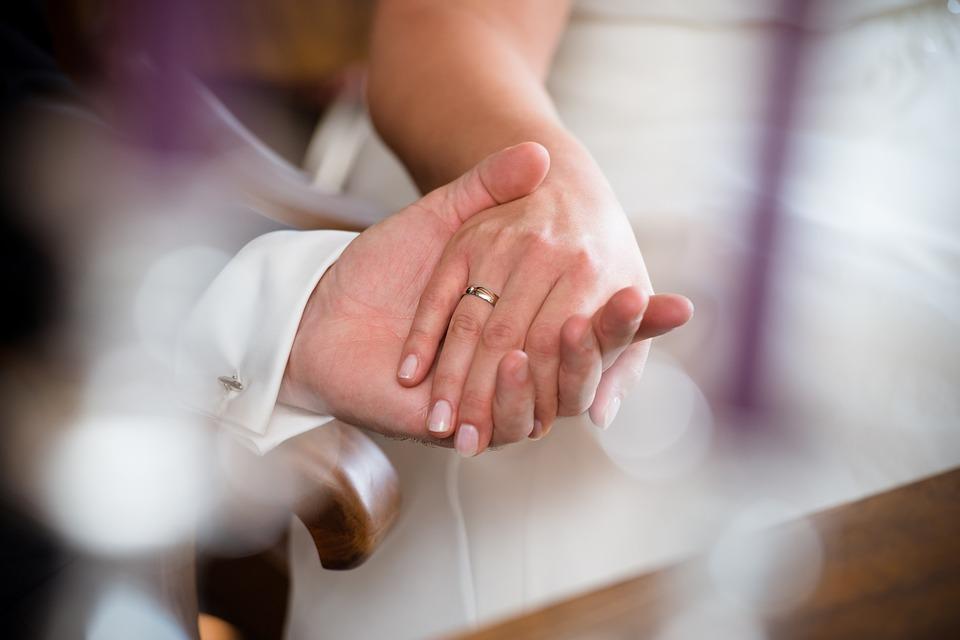 Наречена вразила красою! Улюблений ведучий багатьох українців показав перші фото з раптового весілля