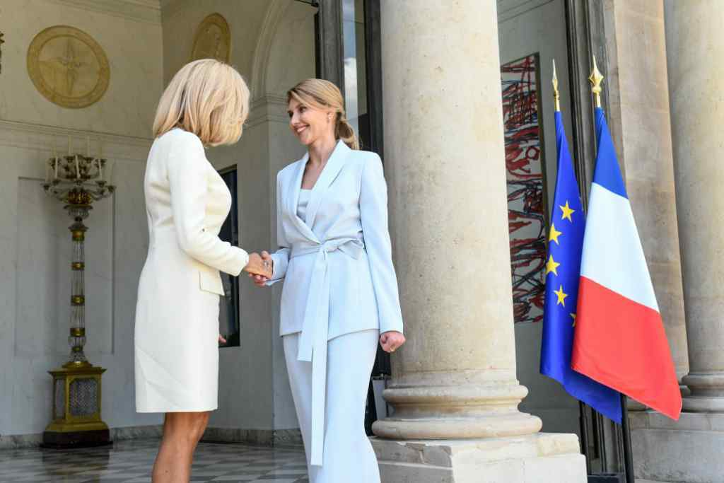 """""""Після Франції підкорила Німеччину"""": У Мережі обговорють стильний образ Олени Зеленської у Берліні. Є на кого рівнятися"""