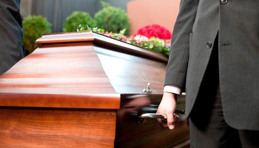 """""""Раптом з носа пішла кров"""": Померла жінка """"ожила"""" під час відспівування. Присутні були ошелешені"""