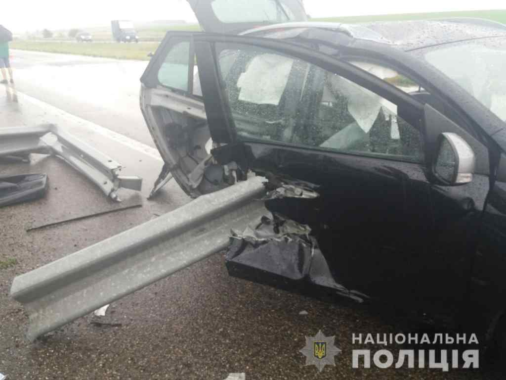 Відбійник наскрізь пробив автомобіль і дитину: Страшна аварія на Харківщині, загинула 9-річна дівчинка