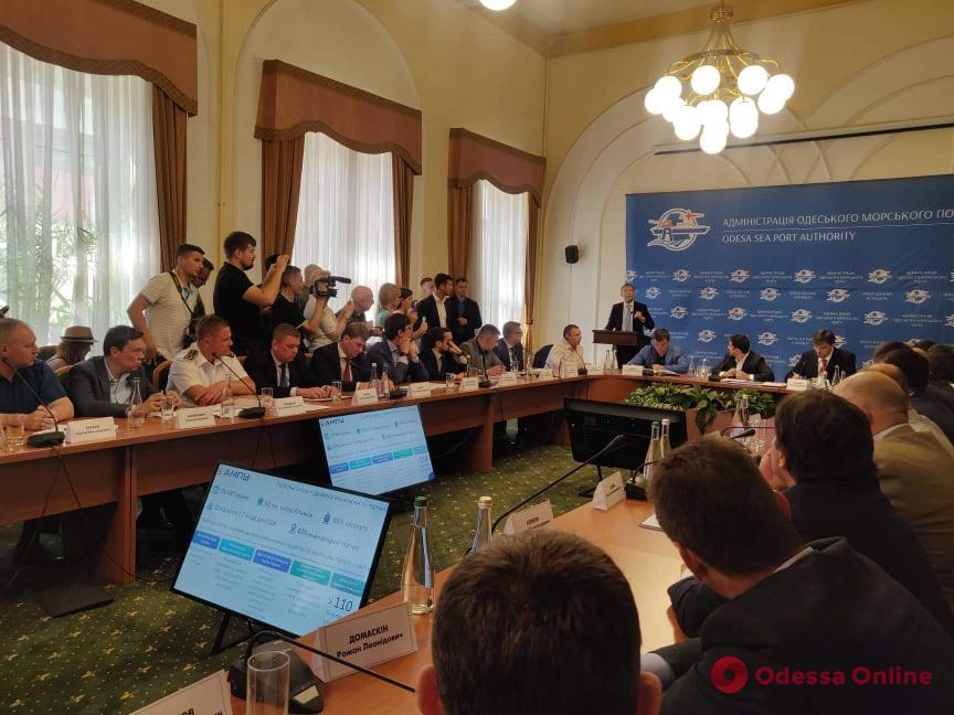І так буде з кожним! Зеленський в Одесі жорстко відчитав чиновників. Негайно заява на звільнення