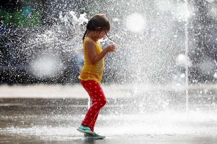 Спекотне літо повертається: синоптик розповіла про погоду в Україні на найближчі дні