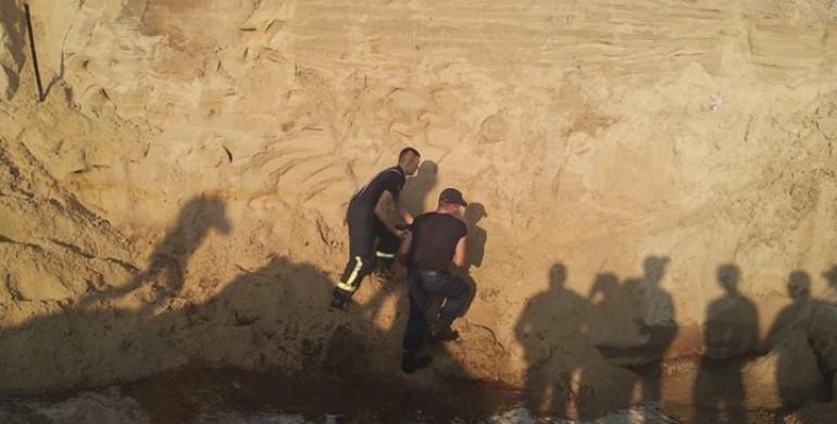 Шансів вижити не було: 10-річного хлопчика, якого шукали під завалами піску, знайшли мертвим