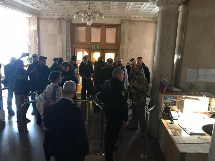 """""""Це називається політичний тиск"""": Соратники Порошенка як """"дикуни"""" увірвалися в приміщення ДБР"""