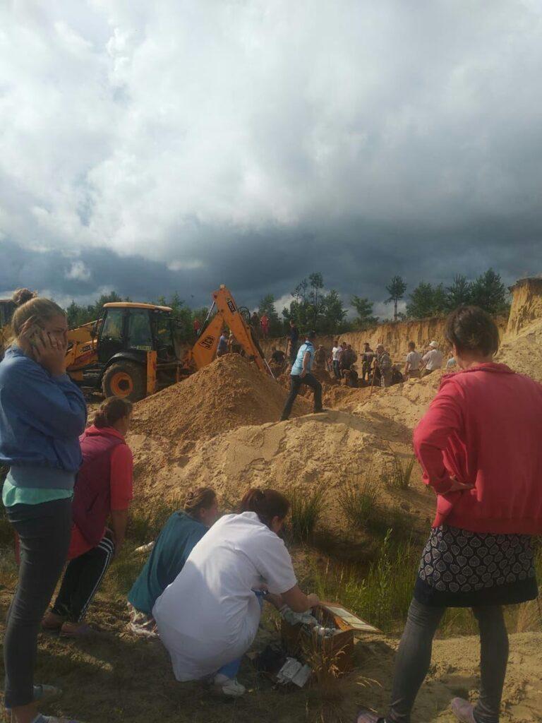 НП у Рівненській області: двох дітей на кар'єрі засипало піском, одного – досі не знайшли