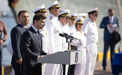 """""""І я вклоняюся вам"""": Зеленський звернувся до рідних полонених моряків. Працюємо і вдень, і вночі"""
