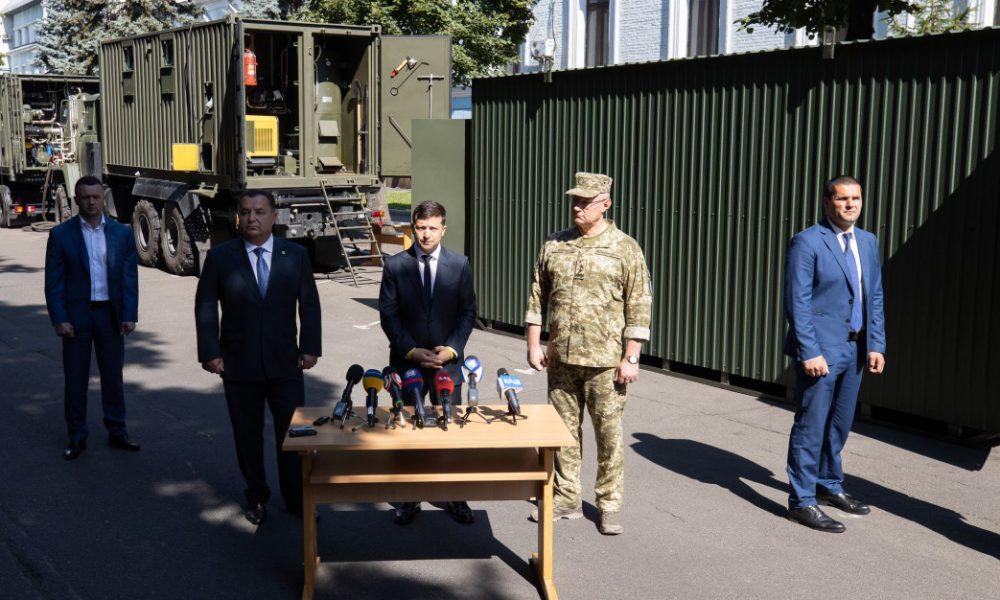 Життя наших захисників зміниться: Зеленський і Полторак презентували експериментальні модулі